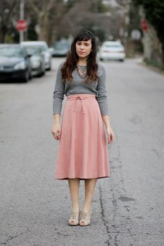Gray and pink are such a lovely combination and, in this instance, I just love how the pale pink skirt and gray sweater are paired with simple, muted accessories to create a classic look.
