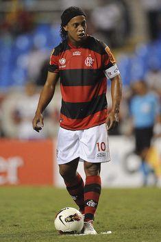 Ronaldinho of Flamengo struggles for the ball during a match between. Batman Joker Wallpaper, Joker Wallpapers, Messi 10, Lionel Messi, All Star, Soccer Stars, Soccer World, Best Player, Dream Team
