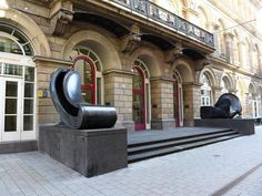 Kritiker schwärmen in den höchsten Tönen vom Wuppertaler Von der Heydt-Museum. Auch in diesem Jahr hat das Haus in den Augen der Fachleute die beste Ausstellung des Landes gezeigt. Doch auch der Negativpreis geht an eine prominente Schau.