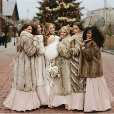 Luxury brides love the fairy-tale and romance of a winter or Fall wedding. Vintage Fur, Vintage Bridal, Winter Wedding Fur, Fall Wedding, Winter Weddings, Dream Wedding, Gatsby Wedding, Wedding Ideas, Queen Photos