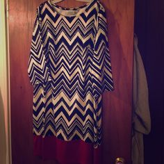 Avenue chevron dress Another cute dress that is hard to get rid of but too big for me. Chevron print with red around the bottom. Great with tall boots. Some threads loose on the right shoulder. Will need a small repair. In otherwise great shape. 18/20 Avenue Dresses