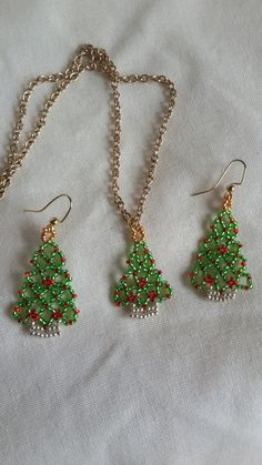Christmas Tree Necklace. Perfect beaded by LadybugsJewelryChest
