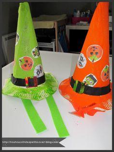 - nos chapeaux d'halloween a partir d'une assiette en carton et d'un carton d'emballage de pizza ! - enrouler toute la surface du carton pour en faire un cône, couper le superflu et agrafé le conne en bas et scotcher le reste - avec l'assiette il faut...