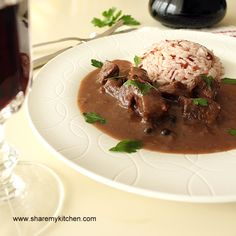 Vinen-Kebap (Bulgarian red-wine beef stew): Slow-cooked comforting dish (meat, wine and spices), it can be made from pork, beef and even chicken – it uses red wine as the base for the sauce Eastern European Recipes, European Cuisine, Bulgarian Food, Bulgarian Recipes, Polish Recipes, Goulash, Pressure Cooker Recipes, Southern Recipes, International Recipes