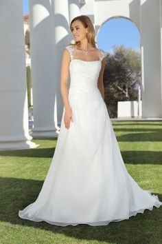Wedding dresses by Ladybird Bridal are stylish, affordable and have the perfect fit. Also plussize sizes, vintage and bohemian bridal wedding dresses! Wedding Dress Low Back, Wedding Gowns With Sleeves, Top Wedding Dresses, Wedding Dress Sleeves, Elegant Wedding Dress, Perfect Wedding Dress, Bridal Dresses, Dress Hairstyles, Marie
