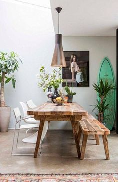 Dining rooms don't have to be formal or stuffy. We're all about a boho chic dining space, too! Check out these 40 dining rooms that master boho interior design. For more dining room design ideas, go to Domino! Style Californien, Deco Boheme, California Cool, Small Dining, Home Living, Coastal Decor, Room Decor, Wall Decor, Wall Art