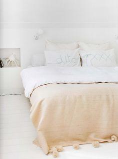 Chambre aux teintes douces / Soft tones in bedroom