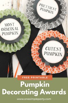 Help your pumpkins shine this Halloween with these free printable Pumpkin Decorating Awards. Print your free printable award circles and create prize ribbons. Perfect for a pumpkin party, fair or pumpkin decorating contest. Check out the full tutorial on our website here. #pumpkindecoratingawards #pumpkindecoratingcontest #pumpkindecoratingribbons