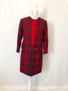 I love the versatility of the little number! And the darling Mad Men look!! #1960sdress #madmen #plaiddress