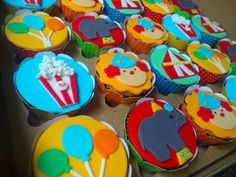 Carnival Birthday Parties, Circus Birthday, Circus Theme, Circus Party, Birthday Party Themes, Cupcakes Circo, Clown Crafts, Baking Business, Carnival Themes