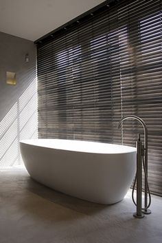 Bathroom in a Belgian holiday home by Glenn Reynaert - Photo by Hendrik Biegs