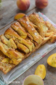Pfirisch Faltenbrot - Peach Almond Brittle Pull Apart Caramel Bread #caramel #peach #bread | Das Knusperstübchen