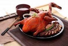 29 - El pato laqueado a la pekinesa, o pato pekinés, es uno de los platos más internacionalmente conocidos de la cocina china y también uno de los más populares en los restaurantes chinos de los países occidentales.
