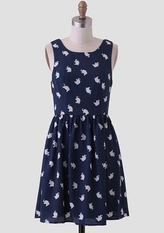 This charming tank dress in a navy blue features a cream-colored elephant print allover. Finished with an slightly pleated skirt and seamed bodice for a feminine silhouette, this whimsical dress ...