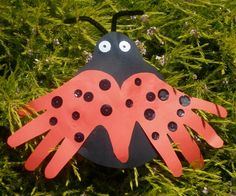 susan akins posted Ladybug Handprint Art Project for Spring to their -Preschool items- postboard via the Juxtapost bookmarklet. Spring Art, Spring Crafts, Holiday Crafts, Spring Projects, Spring Activities, Craft Activities For Kids, Crafts For Kids, Craft Ideas, Bug Activities