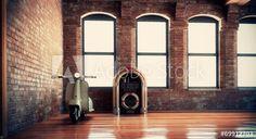 Vespa e jukebox in interno vintage