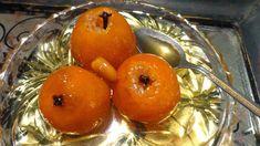 Μανταρινάκι μοσχομυριστό γλυκό κουταλιού !!! Yλικά 1 κιλό μανταρίνια μικρά •1.250 γρ. ζάχαρη •λίγο λεμόνι •2 βανίλιες •2 κούπες νερό 1 φλυτζ.τσαγιού αμύγδαλα γαρύφαλα όσα τα μανταρίνια  Εκτέλεση •Βάζουμε τα μανταρίνια σε νερό μία μέρα να φύγει η πολύ πίκρα τους και στη συνέχεια τα