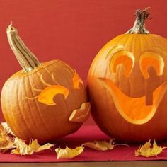 These Halloween pumpkin carving ideas may look tricky, but they're actually quite easy. So pull out your carving kit to make these creative Jack-o-Lanterns. Happy Halloween, Classy Halloween, Halloween Nail Art, Diy Halloween Decorations, Halloween Pumpkins, Haunted Halloween, Fall Decorations, Spooky Halloween, Halloween Ideas