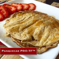 Panquecas PRO-TF™    Ingredientes: 1/2 taza de agua o leche de almendras sin azúcar, 1/3 taza de avena, 1 huevo entero, 2 claras de huevo, 1 banana, 2 cucharadas de PRO-TF, Canela (Opcional).   Coloca todos los ingredientes en una licuadora o procesador de comida y mezcla bien. Calienta un sartén y cocina hasta que estén doradas. Sirve tibio y acompáñalas con otra opción sana.