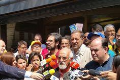Pensionados exigen bono de alimentación ante Ministerio de Finanzas