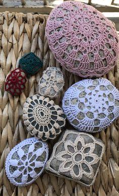 I crocheted these. Crochet Stone, Rock Crafts, Rocks, Painted Rocks, Handmade Crafts, Crocheting, Sea Shells, Pebble Stone, Stone Crafts