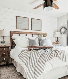 Are you looking for some modern farmhouse bedroom decor ideas to inspire you? Are you looking for some modern farmhouse bedroom decor ideas to inspire you? There are many ways to incorporate farmhouse design in your house. Modern Farmhouse Bedroom, Modern Bedroom Design, Farmhouse Chic, Farmhouse Ideas, Bedroom Rustic, Contemporary Bedroom, Farmhouse Design, Industrial Bedroom, Farm Bedroom