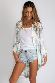 Arnhem Clothing Song Bird Kimono in Wild Lily Blue Clothes For Summer, Summer Outfits, Cute Outfits, Cali Style, My Style, Boho Style, Summer Chic, Spring Summer Fashion, Indie Fashion