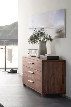 Kommoden – die praktischen Möbelstücke, die in jedem Raum für zusätzlichen Stauraum sorgen. #MoebelLETZ Modern Living, Cabinet, Furniture, Home Decor, Bedroom, Living Room, Modern Home Design, Chest Of Drawers, Collection