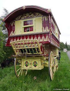 English Gypsy caravan, Gypsy wagon, Gypsy waggon and vardo: John Pockett at Stow Fair and Appleby Fair 2009  http://gypsywaggons.co.uk/varpockett-appleby-11a.htm