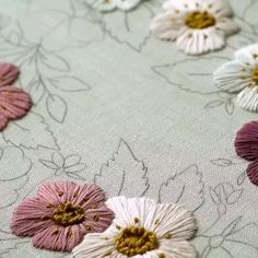 Hand Embroidery Patterns Flowers, Hand Embroidery Videos, Embroidery Stitches Tutorial, Embroidery Flowers Pattern, Hand Embroidery Designs, Creative Embroidery, Simple Embroidery, Silk Ribbon Embroidery, Crewel Embroidery