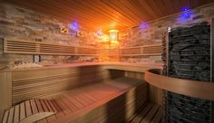 Chaleur de Luxe bei  www.sisu-sauna.at Cool Swimming Pools, Best Swimming, Infrared Heater, Infrared Sauna, Indoor Sauna, Barrel Sauna, Sauna Heater, Traditional Saunas, Salt Room