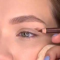 eyeliner over 50 makeup tips / eyeliner over 50 . eyeliner over 50 how to apply . eyeliner over 50 makeup tips Makeup Eye Looks, Eye Makeup Steps, Smokey Eye Makeup, Eyebrow Makeup, Makeup Art, Hair Makeup, Almond Eye Makeup, Soft Smokey Eye, Natural Eye Makeup Step By Step