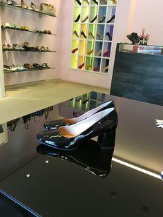 Que tal sapatinho em salto bloco mega confortável pra começar bem a semana? #koquini #sapatilhas #euquero Compre Online: http://koqu.in/1pX7d58