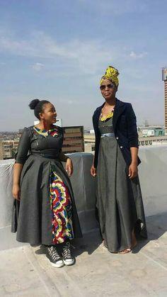 Coat n takkies Ankara Skirt And Blouse, Ankara Dress, African Fashion Dresses, African Dress, African Traditional Dresses, Afrikaans, Neon Lighting, Jeans, Wax