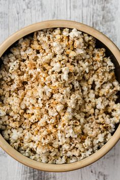 There are more creative ways than butter + salt to season popcorn! Try one of these best healthy popcorn recipes as your movie snack for your next night in. Cinnamon Popcorn, Honey Popcorn, Pop Popcorn, Healthy Recipes, Healthy Treats, Snack Recipes, Oats Recipes, Vegan Treats, Rice Recipes
