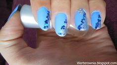 niebieskie paznokcie z brokatem i cyrkonią #werterownia