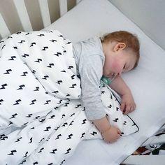 Good night! 🌙 Śpicie dobrze💞 . ☇www.nukkodesign.com Lighting duvet cover - link in bio. . . . . #instakid #instadziecko #lightingbolts #duvetcover #posciel #nukkodesign #kidsbedroom