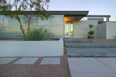 landscape-design-tucson-Exterior-Modern-with-arizona-courtyard-desert-dramatic - Fireangels Gardening & Landscaping Modern Front Yard, Front Yard Design, Fence Design, Modern Landscape Design, Modern Landscaping, Desert Landscape, Landscaping Ideas, Backyard Landscaping, Modern Backyard