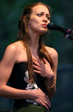 YAY YAY YAY!!!! New Fiona Apple Album Promised in 2012  L.A. Reid: Long-delayed record coming in 'next few weeks'