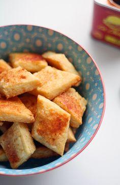 Pikkusuolaiset paprika-juustosnacksit - Lunni leipoo Cornbread, Nom Nom, Keto, Snacks, Cheese, Cookies, Baking, Ethnic Recipes, Cocktail
