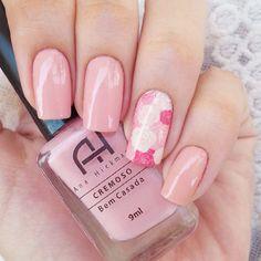 #desafiooutubrorosa 3. Rosa Claro: Esse é o Bem Casada, da Ana Hickmann, e o adesivo é da @estilorosa #entreamigaseesmaltes http://decoraciondeunas.com.mx #moda, #fashion, #nails, #like, #uñas, #trend, #style, #nice, #chic, #girls, #nailart,...