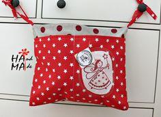 kapsář s vílou holčičí kapsář je na přivázání k lavici pro prvňáčka nebo k dětské postýlce na hračky, 3 kapsy, vel.35X30 cm vše originální, ruční tisk razítkem