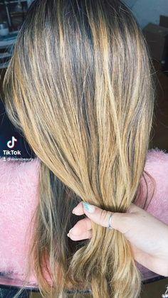 Messy Bun For Short Hair, Easy Messy Bun, Easy Hair Buns, Messy Bun Updo, Messy Bob Hairstyles, Easy Hairstyles For Long Hair, Hair Videos, Hair Hacks, Hair Inspiration