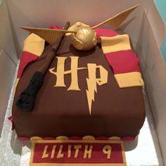 Harry Potter Cake More (sweet treats birthday) Bolo Harry Potter, Gateau Harry Potter, Harry Potter Birthday Cake, Theme Harry Potter, Harry Potter Food, Harry Potter Book Cake, Harry Potter Cupcakes, Cake Templates, Novelty Cakes
