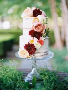 Deep red dahlias and blush peonies add a touch of romance to this fall wedding cake! {@sugarbeesweets}