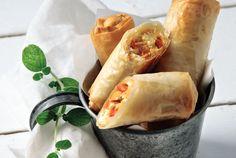 bourekia me piperies flwrinis Savoury Baking, Savoury Pies, Food Categories, Fresh Rolls, Finger Foods, Feta, Tapas, Sandwiches, Appetizers