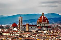 Read our 10 day Italy itinerary to learn everything you need to know about planning and booking an independent trip to Italy taking in the highlights from Rome, Florence and Venice. Bucket List Europe, Italy Packing List, Italy Vacation, Italy Travel, Galerie Des Offices, Tourist Trap, Florence Italy, European Travel, Roman Empire
