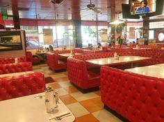カリフォルニア州ウィッティアに昔からあるロッキーコーラカフェ。高校生の短期留学で通いました。 rocky cola cafe / whittier CA. real midcentury cafe. #midcentury #restaurant #americanvintage #cafe #midcenturycafe #design