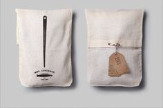 Simple muslin bags, with a clean printed logo, closed with a safety pin! Scarf Packaging, Clever Packaging, Pouch Packaging, Print Packaging, Fabric Gift Bags, Muslin Bags, Clothing Packaging, Jewelry Packaging, Packaging Design Inspiration