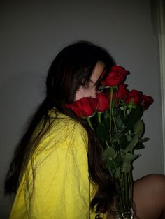 Stream Billie Eilish - 【Idontwannabeyouanymore】 - Lehjii Remix by L E H J I I from desktop or your mobile device Aesthetic Roses, Aesthetic Grunge, Aesthetic Photo, Aesthetic Girl, Aesthetic Pictures, Grunge Photography, Tumblr Photography, Photography Poses, Girl Photo Poses